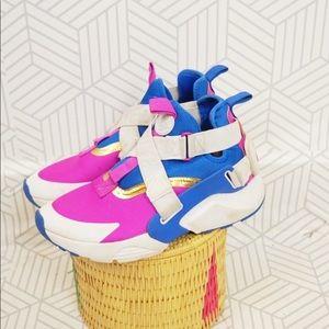Nike Hurache City Casual Sneaker in Blue White